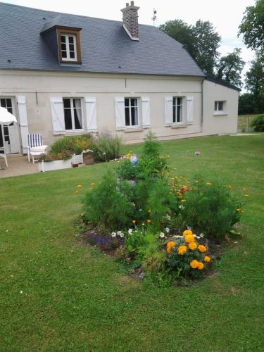 Le Moulin : Bed and Breakfast near Marest-Dampcourt