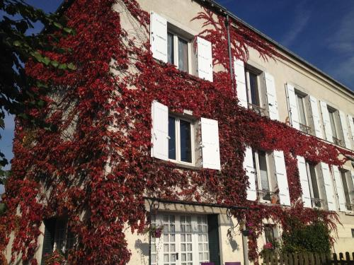 Chambres d'hôtes Les Magnolias : Bed and Breakfast near Boissy-sous-Saint-Yon
