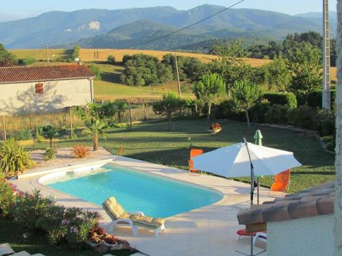 Les Hirondelles : Bed and Breakfast near Beauchalot