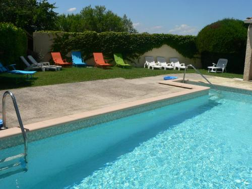 Gîte chez Cécile dans le Luberon : Guest accommodation near Lagnes