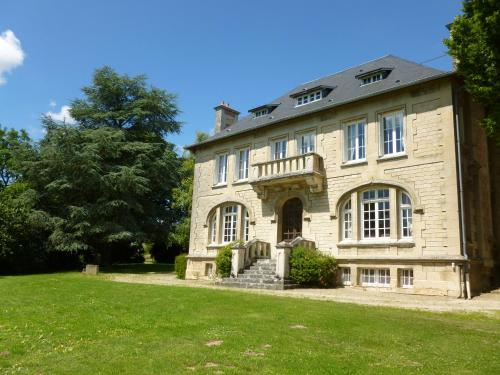 La chambre au Château : Bed and Breakfast near Soissons