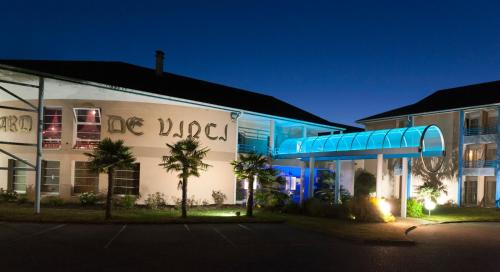 Espace Leonard De Vinci : Hotel near Auvernaux