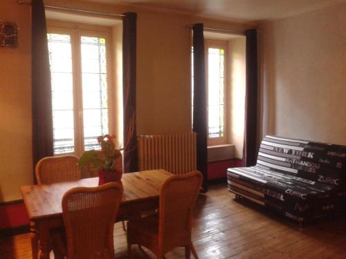 Au Pied De L'Aubrac : Apartment near Nasbinals
