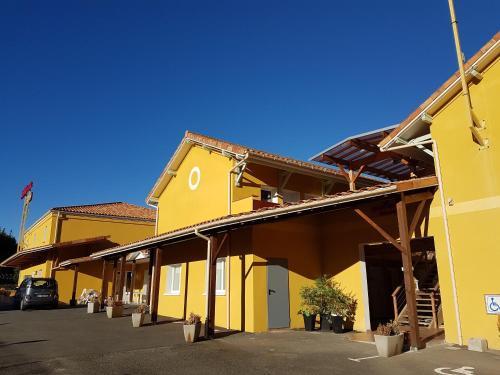 Hôtel Némo . Aéroport de Pau : Hotel near Navailles-Angos