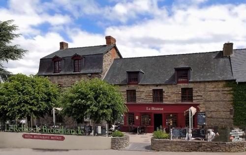 Logis Hotel, restaurant et spa Le Relais De Broceliande : Hotel near Baulon