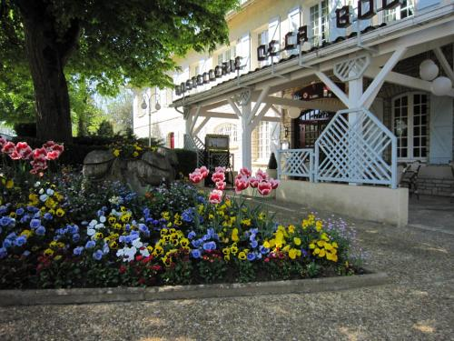 Hostellerie de la Bouriane : Hotel near Saint-Projet