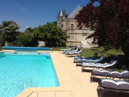 Chateau Charbontiere : Bed and Breakfast near Garat