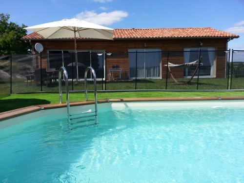 Villa Les Roses Noires : Guest accommodation near Saint-Quentin-du-Dropt
