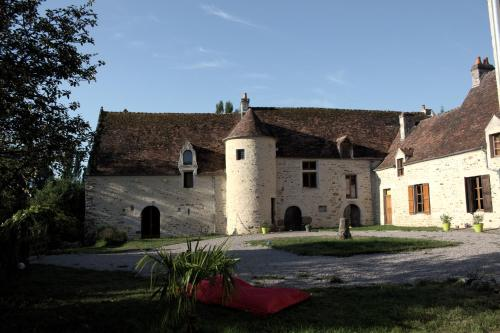 Ferme-Château de Cordey & Spa : Bed and Breakfast near Rônai