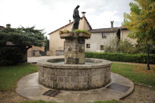 Gîte de La Vierge Noire : Guest accommodation near Thodure