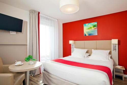 Séjours & Affaires Paris Bagneux : Guest accommodation near Fresnes