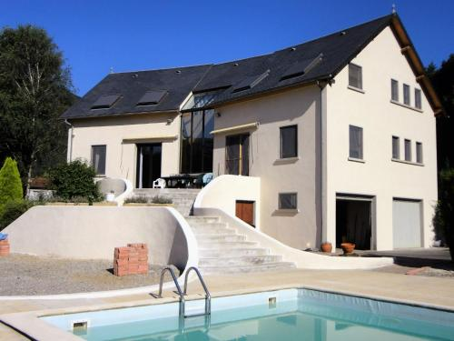 Holiday home La Maison Blanche : Guest accommodation near Izaux