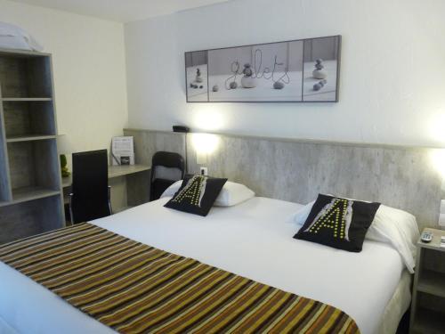 Brit Hôtel Bosquet Carcassonne : Hotel near Rustiques