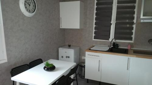Appartement Charmant Bord Du Canal : Apartment near Charencey