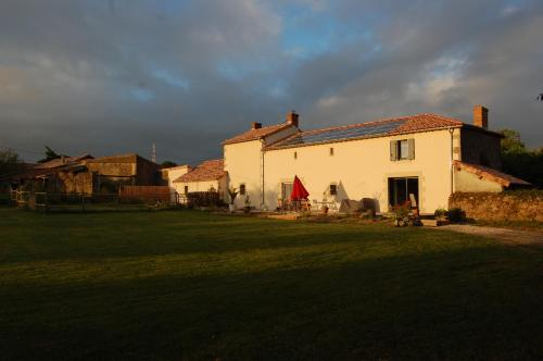 Le Sureau : Guest accommodation near Verruyes