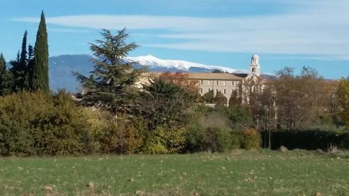 Les Portes Du Ventoux : Guest accommodation near Saint-Didier