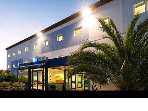 ibis budget La Rochelle Centre : Hotel near Bourgneuf