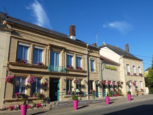 Logis La Sapinière : Hotel near Herbeuval