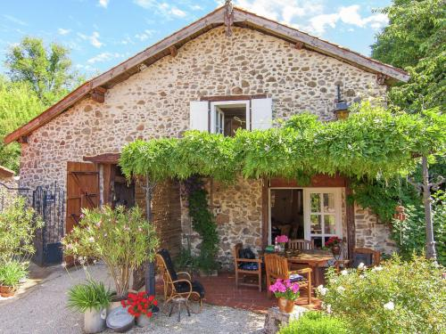 Holiday Home Montizon : Guest accommodation near Lussac