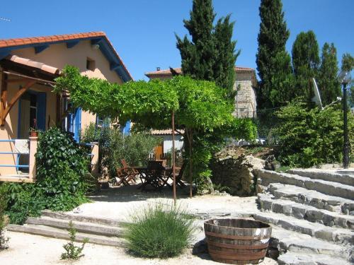 Courriole : Guest accommodation near Meyrannes