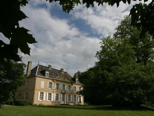Château Des Lambeys : Guest accommodation near Mercy