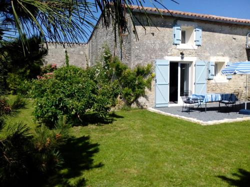 Gîtes La Bonne Année : Guest accommodation near Courbillac