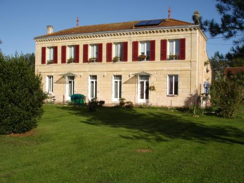 Chambres d'hôtes les Denias : Bed and Breakfast near Saint-Genès-de-Blaye
