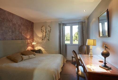 Hotel The Originals Le Tréport Sud La Cour Carrée (ex Inter-Hotel) : Hotel near Monchaux-Soreng