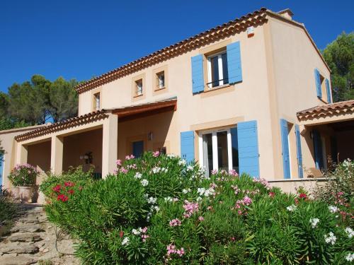Villa - Saumane-De-Vaucluse 1 : Guest accommodation near Fontaine-de-Vaucluse