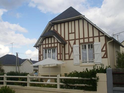Holiday home Maison de vacances - HAUTEVILLE-SUR-MER : Guest accommodation near Le Mesnil-Aubert
