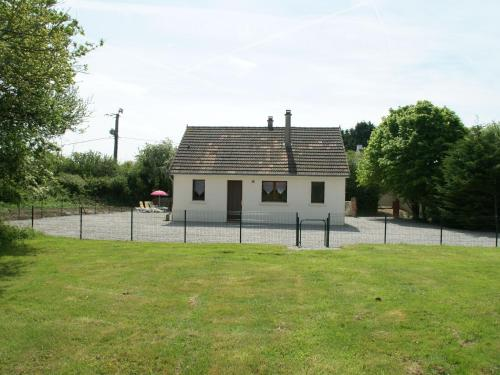 Holiday home Surville : Guest accommodation near Neufmesnil
