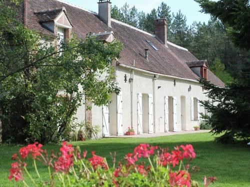 Holiday Home La Petite Borde : Guest accommodation near Montbarrois