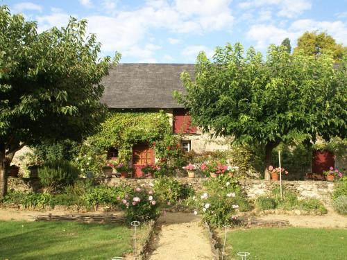 Maison De Vacances - St Laurent-Des-Mortiers : Guest accommodation near Miré