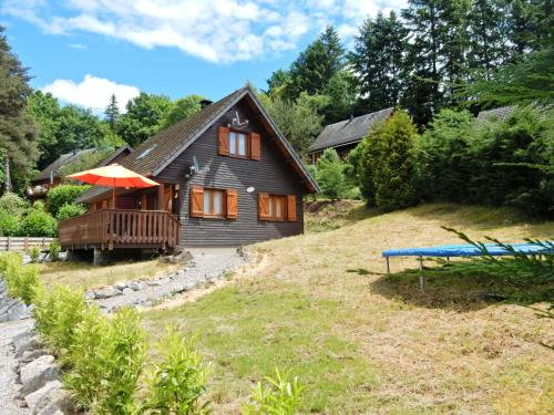 Chalet Le Soleil : Guest accommodation near Trémouille-Saint-Loup