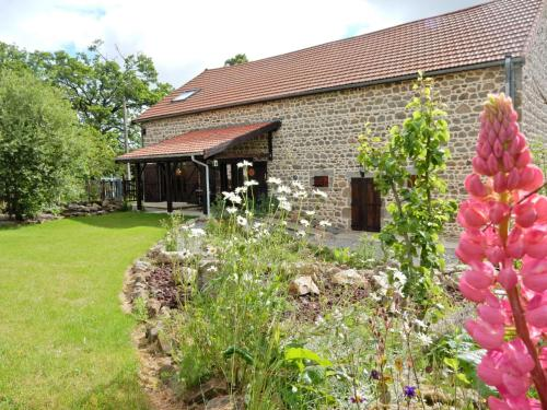 Holiday home La Grange : Guest accommodation near Saint-Éloy-les-Mines