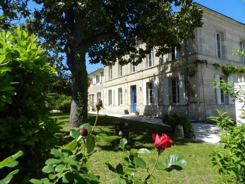 La Porte Bleue au 31 : Bed and Breakfast near Civrac-de-Blaye