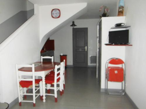 Appartement Le Romarin : Apartment near Vernègues