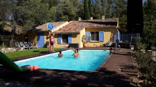 Montagnier villa de vacances : Guest accommodation near Peypin-d'Aigues