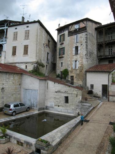 Faubourg St Jean : Apartment near Chalais