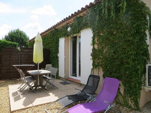 Gîte Les Jonquilles Luberon : Guest accommodation near La Bastidonne