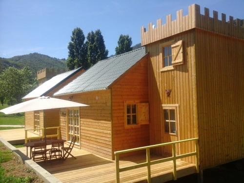 Les Chalets du Lac : Guest accommodation near Belfort-sur-Rebenty