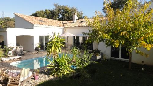 Villa Madeleine : Bed and Breakfast near Sanary-sur-Mer