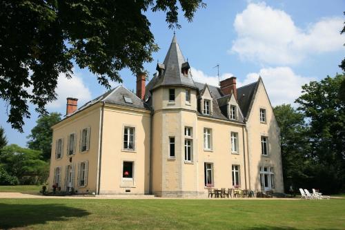 Château Le Briou D'Autry : Guest accommodation near La Chapelle-Saint-Laurian