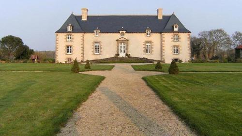 Manoir de Belle-Noë : Bed and Breakfast near Epiniac