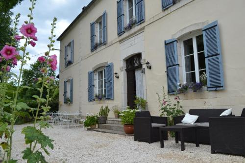 Le Manoir : Bed and Breakfast near Cazoulès