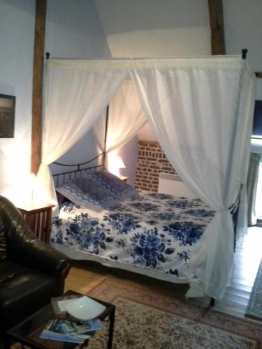 Au Mesnil Le Bas Bray : Bed and Breakfast near Campneuseville