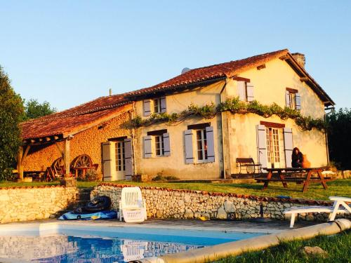 Holiday Home in Verteillacli : Guest accommodation near Combiers