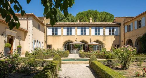 Domaine de Fos : Bed and Breakfast near Montaren-et-Saint-Médiers