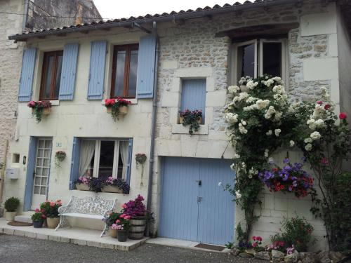 La Maison du Bonheur : Guest accommodation near Angeac-Champagne