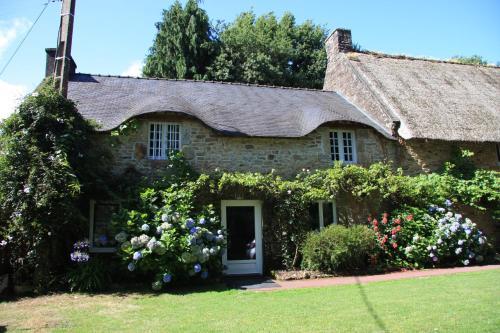 Chaumière De Charme : Guest accommodation near Landaul